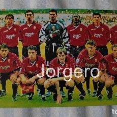 Coleccionismo deportivo: R.C.D. MALLORCA. ALINEACIÓN FINALISTA RECOPA 1998-1999 EN VILLA PARK CONTRA LA LAZIO. FOTO. Lote 167057045