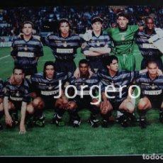 Coleccionismo deportivo: INTER DE MILÁN. ALINEACIÓN CAMPEÓN COPA UEFA 1997-1998 EN PARÍS CONTRA LA LAZIO. FOTO. Lote 229460280