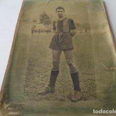 Coleccionismo deportivo: FUTBOL. VALENCIA, GIMNÁSTICO, C.F. ANTIGUA IMAGEN DE UN JUGADOR GRANOTA. MEDIDAS: 18,5 X 24,50 CMS. Lote 167606308