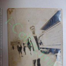 Coleccionismo deportivo - FOTOGRAFÍA ANTIGUA. JUGADOR DE FÚTBOL. 8 CM X 5,7 CM. - 167802936