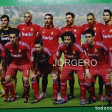 Coleccionismo deportivo: R. MADRID. ALINEACIÓN PARTIDO DE LIGA 2011-2012 EN EL SÁNCHEZ PIZJUÁN CONTRA EL SEVILLA. FOTO. Lote 168352144