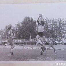 Coleccionismo deportivo: FUTBOL. BANYOLES-MANRESA . 1984 .FOTO ORIGINAL. Lote 169131976