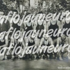 Coleccionismo deportivo: CLUB BALONCESTO MOLLET, FOTO DE LA PLANTILLA CON FIRMAS AUTOGRAFOS. MASIP. FINAL AÑOS 50. Lote 169398204