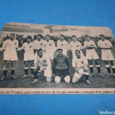 Coleccionismo deportivo: ANTIGUO RECORTE DE PERIÓDICO AÑOS 30 PEGADO EN CARTÓN, EQUIPO DEL VALENCIA 1933-1934. Lote 169951260