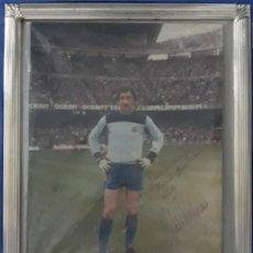 Coleccionismo deportivo: FOTOGRAFIA ENMARCADA FIRMADA DEDICADA URRUTI F.C.BARCELONA. Lote 169996381