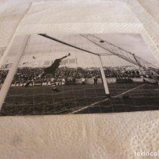 Coleccionismo deportivo: FOTO MATE(15 X 20) LIGA 65-66 (SARRIÁ)R.C.D. ESPAÑOL 3 ATH.CLUB DE BILBAO 4- JOSE ANGEL IRIBAR. Lote 173623862