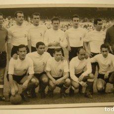 Coleccionismo deportivo: REAL RACING CLUB DE SANTANDER. FOTOGRAFIA TAMAÑO POSTAL C. 1960 EN BUEN ESTADO. Lote 173678380