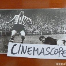 Coleccionismo deportivo: REAL CLUB DEPORTIVO ESPAÑOL FUTBOL DOMINGO IRIONDO ATHLETIC DE BILBAO FOTO ORIGINAL ANTIGUA. Lote 174087100