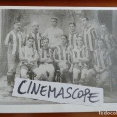 Coleccionismo deportivo: REAL CLUB DEPORTIVO ESPAÑOL FUTBOL ALINEACION MUY ANTIGUA CON EL 2O ESCUDO FOTO ORIGINAL ANTIGUA. Lote 174087344