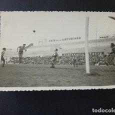 Coleccionismo deportivo: MADRID POSTAL FOTOGRAFICA 1959 PARTIDO EN CAMPO DE FUTBOL. Lote 175423789