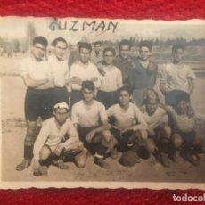 Coleccionismo deportivo: R6688 FOTO FOTOGRAFIA FUTBOL JUGADOR A. GUZMAN PLANTILLA DESCONOZCO EQUIPO. Lote 175615352