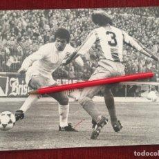 Coleccionismo deportivo: FOTO FOTOGRAFIA PRENSA FUTBOL JUAN GOMEZ JUANITO REAL MADRID 1981. Lote 175625272