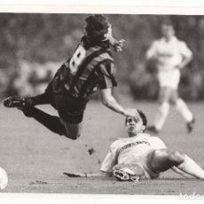 Coleccionismo deportivo: FOTOGRAFÍA REAL MADRID, MANOLO SANCHÍS HONTIYUELO.- 24 X 16,5 CM. FOTO JOSE L.GUERRA .NOV1988. Lote 175660932