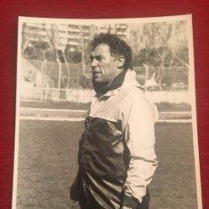Coleccionismo deportivo: FOTO FOTOGRAFIA PRENSA FUTBOL JUGADOR AMANCIO AMARO REAL MADRID. Lote 175729030