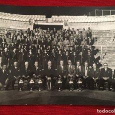 Coleccionismo deportivo: FOTO FOTOGRAFIA PLANTILLA JUGADORES PRENSA ORIGINAL REAL MADRID 75 ANIVERSARIO (24-3-1977). Lote 176119175