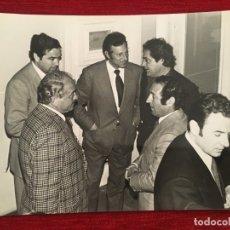 Coleccionismo deportivo: FOTO FOTOGRAFIA DE PRENSA 75 ANIVERSARIO REAL MADRID 1977 DI STEFANO GENTO. Lote 176126099