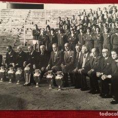 Coleccionismo deportivo: FOTO FOTOGRAFIA DE PRENSA 75 ANIVERSARIO REAL MADRID 1977 PUSKAS GENTO BERNABEU. Lote 176126322