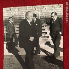 Coleccionismo deportivo: FOTO FOTOGRAFIA DE PRENSA 75 ANIVERSARIO REAL MADRID 1977 SANTIAGO BERNABEU. Lote 176126363