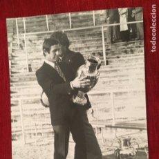 Coleccionismo deportivo: FOTO FOTOGRAFIA DE PRENSA 75 ANIVERSARIO REAL MADRID 1977 COPA EUROPA. Lote 176126419