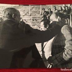 Coleccionismo deportivo: FOTO FOTOGRAFIA DE PRENSA 75 ANIVERSARIO REAL MADRID 1977 SANTIAGO BERNABEU DI STEFANO. Lote 176126485