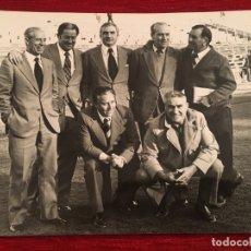 Coleccionismo deportivo: FOTO FOTOGRAFIA DE PRENSA 75 ANIVERSARIO REAL MADRID 1977 JUGADORES. Lote 176126577