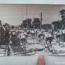 Coleccionismo deportivo: CICLISMO : FOTO DE CICLISTA EN CARRERA .. 12 X 18 CM. Lote 176434838