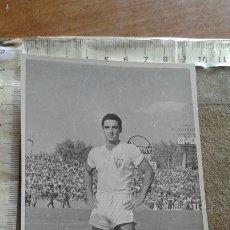 Coleccionismo deportivo: SEVILLA C.F. RARA FOTOGRAFIA DE CAMPANAL - TAMAÑO POSTAL. Lote 177035398