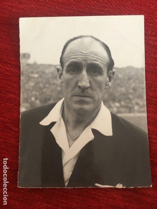 R6812 ORIGINAL FOTO FOTOGRAFIA DE PRENSA ARBITRO FUTBOL SANSEQUE JAUREGUI (Coleccionismo Deportivo - Documentos - Fotografías de Deportes)