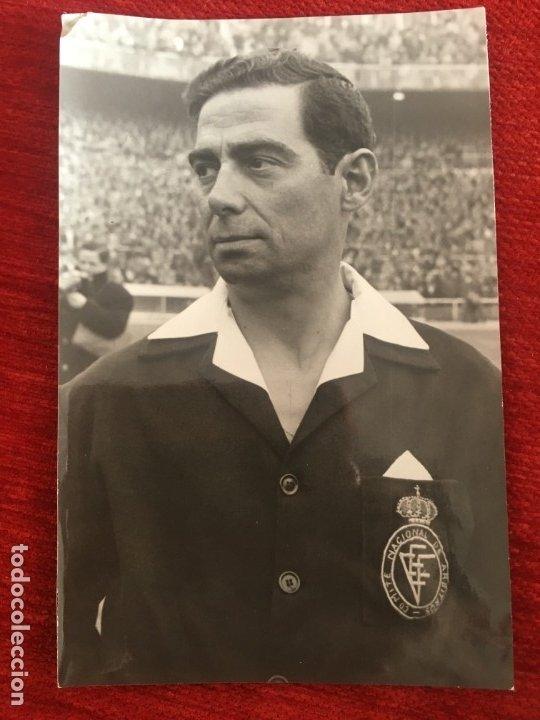 R6819 ORIGINAL FOTO FOTOGRAFIA DE PRENSA ARBITRO FUTBOL ALFONSO GOMEZ CONTRERAS (Coleccionismo Deportivo - Documentos - Fotografías de Deportes)