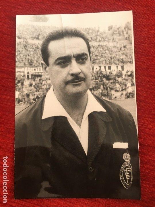 R6808 ORIGINAL FOTO FOTOGRAFIA DE PRENSA ARBITRO FUTBOL VICENTE LLORIS ANTONINO (Coleccionismo Deportivo - Documentos - Fotografías de Deportes)
