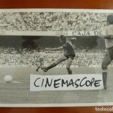 Coleccionismo deportivo: JOHAN CRUYFF FUTBOL CLUB BARCELONA FOTO ORIGINAL ANTIGUA AÑOS 70 FOTOGRAFO BRANGULI. Lote 178063684