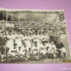 Coleccionismo deportivo: ANTIGUA FOTOGRAFÍA DEL ELCHE C.F. FIRMADA HNOS. GARCIA - AÑO 1960S.. Lote 178067122