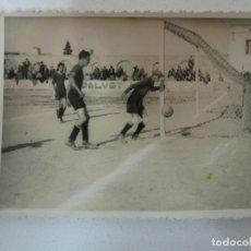 Coleccionismo deportivo: ANTIGUA FOTOGRAFÍA PARTIDO DE FÚTBOL . Lote 178255852