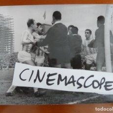 Coleccionismo deportivo: FUTBOL CLUB BARCELONA VALLADOLID FOTO ORIGINAL ANTIGUA 1963. Lote 179003335