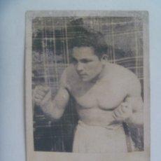 Coleccionismo deportivo: BOXEO : FOTO DE UN BOXEADOR, DETRAS PONE YOUNG CICLONE . AÑOS 40 - 50. Lote 179048653