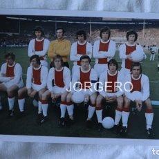 Coleccionismo deportivo: AJAX DE AMSTERDAM. ALINEACIÓN CAMPEÓN DE EUROPA 1970-1971 EN WEMBLEY CONTRA PANATHINAIKOS. FOTO. Lote 179083783