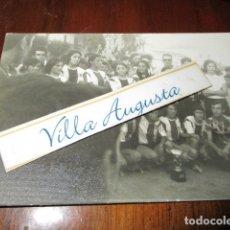 Coleccionismo deportivo: HERCULES ALICANTE CLUB FUTBOL FEMENINO CAMPEON PLANTILLA CON LA COPA. Lote 179239501