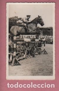 FOTO DE UNA COMPETICIÓN DE CABALLOS - MILITAR - DETRAS PONE VALDES (Coleccionismo Deportivo - Documentos - Fotografías de Deportes)