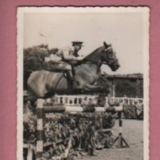 Coleccionismo deportivo: FOTO DE UNA COMPETICIÓN DE CABALLOS - MILITAR - DETRAS PONE VALDES. Lote 180467165