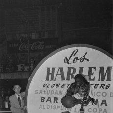 Coleccionismo deportivo: 21 FOTOS DIGITALES 1952 BASKET HARLEM GLOBETROTTERS VS UNITED STATES STARS JUGADO EN BARCELONA. Lote 180490985
