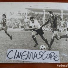 Coleccionismo deportivo: FUTBOL CLUB BARCELONA JOHAN CRUYFF SOTIL 1973 FOTO ORIGINAL ANTIGUA. Lote 180870695
