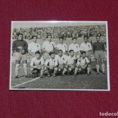 Coleccionismo deportivo: FUTBOL - REAL ZARAGOZA ANTIGUA FOTOGRAFIA ORIGINAL AÑOS 50 DEL EQUIPO - 12X8,5 CM.MANUEL SENDRA FOT. Lote 182388888
