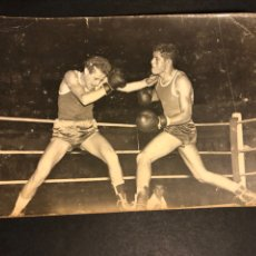 Coleccionismo deportivo: FOTO BOXEADOR.COMBATE DE BOXEO.RING.FOTOGRAFO EUGENIO GRIÑAN.SAN BARTOLOMÉ 3 MALAGA. Lote 183863913