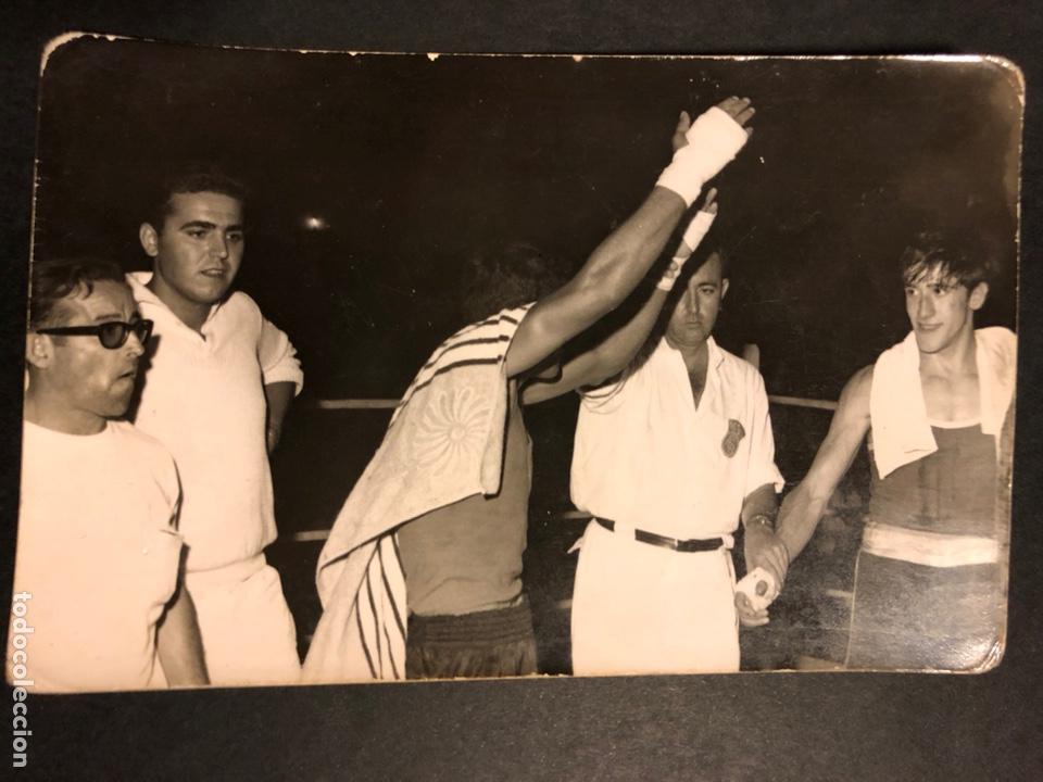 FOTO BOXEADOR.COMBATE DE BOXEO.RING.FOTOGRAFO EUGENIO GRIÑAN.SAN BARTOLOMÉ 3 MALAGA (Coleccionismo Deportivo - Documentos - Fotografías de Deportes)
