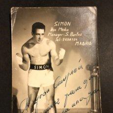 Coleccionismo deportivo: BOXEO.FOTO CON AUTÓGRAFO DEL BOXEADOR SIMON.PESO MEDIO. Lote 183864291
