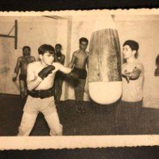Coleccionismo deportivo: BOXEO.FOTO DE BOXEADOR PALACIO ENTRENANDO.. Lote 183866270