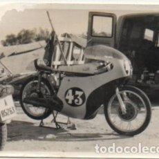 Coleccionismo deportivo: FOTOGRAFIA DEPORTIVA DE SEVILLA: PRUEBA DE MOTOCICLISMO. TAMAÑO 10,4X7,5. FOTSEV-887. Lote 183983161
