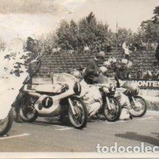 Coleccionismo deportivo: FOTOGRAFIA DEPORTIVA DE SEVILLA: PRUEBA DE MOTOCICLISMO. TAMAÑO 10,4X7,5. FOTSEV-889. Lote 183983251