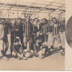Coleccionismo deportivo: FOTOGRAFIA POSTAL CON EL EQUIPO FUTBOL UNIVERSYTARY FUTBOL CLUB DE 1914 BARCELONA. Lote 184108448
