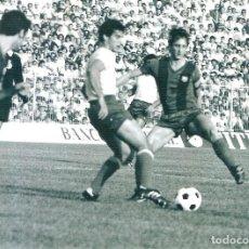 Coleccionismo deportivo: FOTOGRAFIA JOHAN CRUYFF Y CANITO CÁDIZ CF FC BARCELONA 1977/78 77/78. Lote 187081047
